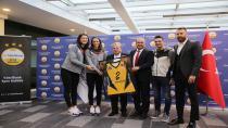 Okan Üniversitesi Hastanesi Dünya Şampiyonu Vakıfbank'ın Sağlık Sponsoru Oldu