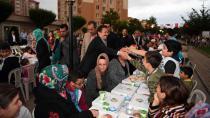Tuzla Belediyesi, KİPTAŞ 2. Etap Konutları'nda 6.500 Kişilik Sokak İftarı Düzenledi