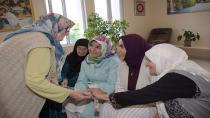 Dr. Fatma Yazıcı, Tuzla Belediyesi Yaşlılar Merkezi'ne Bayram Ziyaretinde Bulundu