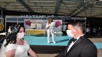 Aslı Hünel, Sağlık Çalışanı Çiftin Nikah Şahidi Oldu, Düğünlerinde Sahne Aldı