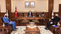 Kale Okulları Yönetim Kurulu Başkanı Azak,  Kocaeli Valisi Seddar Yavuz'u Ziyaret Etti